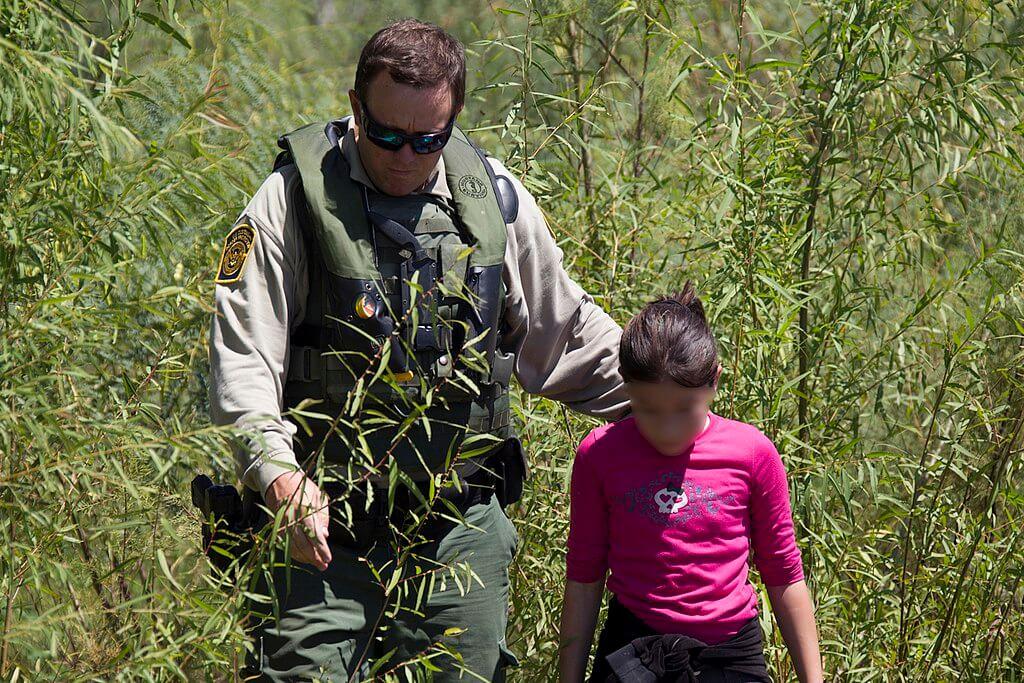 Este artículo habla sobre la deportación rápida. La imagen es ilustrativa.