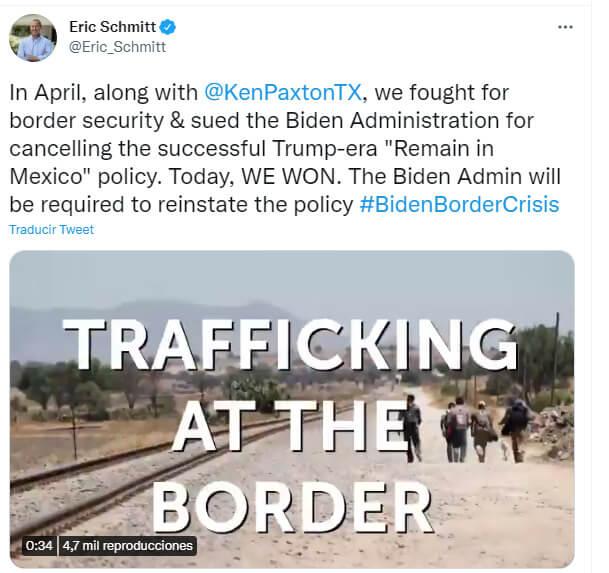 Nota sobre la reactivación del programa Remain in México. La imagen corresponde a un Tweet del fiscal general de Missouri, Eric Schmitt.