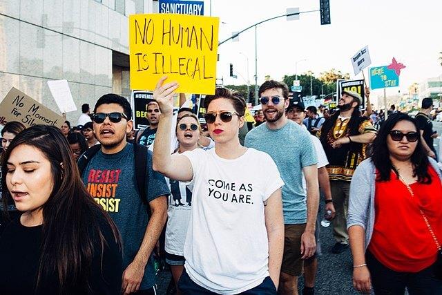 Nota informando sobre DACA Noticias. La imagen es de una marcha en favor de la protección a los Dreamers.