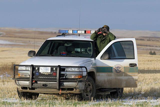 Nota sobre el vínculo entre el racismo en Estados Unidos y la ley de inmigración. La imagen es de la patrulla fronteriza.