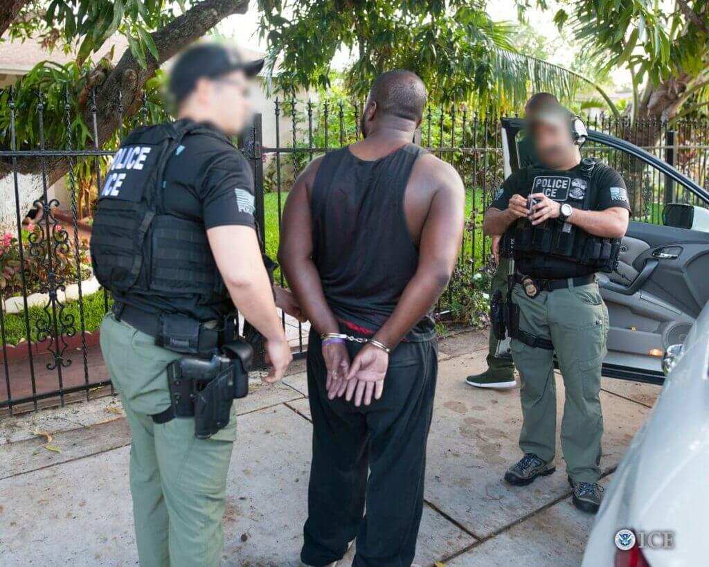 Noticias sobre las redadas de inmigración en Estados Unidos. La foto es acorde.