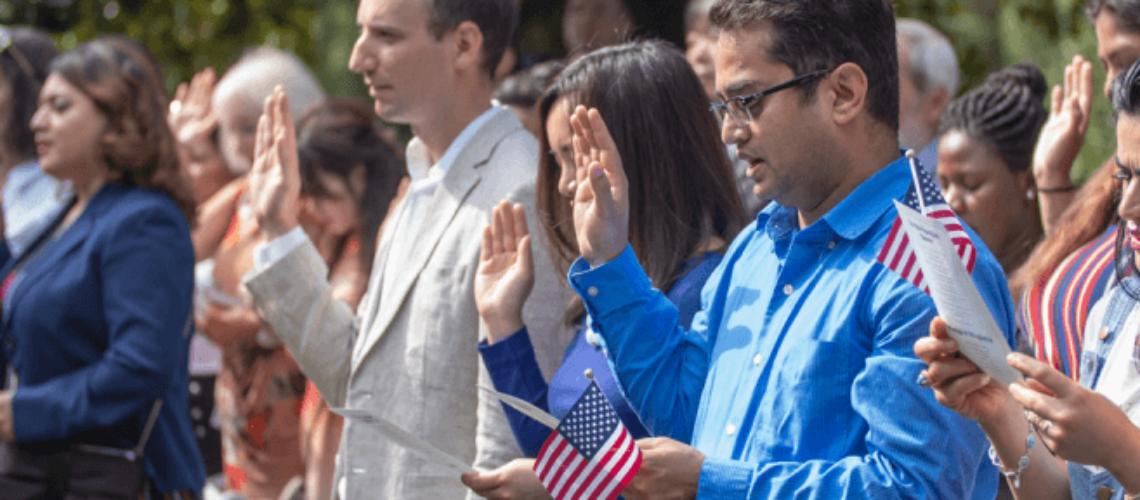 En esta nota informamos sobre la nueva estrategia del gobierno de Biden para fomentar la naturalización en Estados Unidos. El mismo objetivo persigue la Reforma Migratoria 2021. La imagen es ilustrativa.