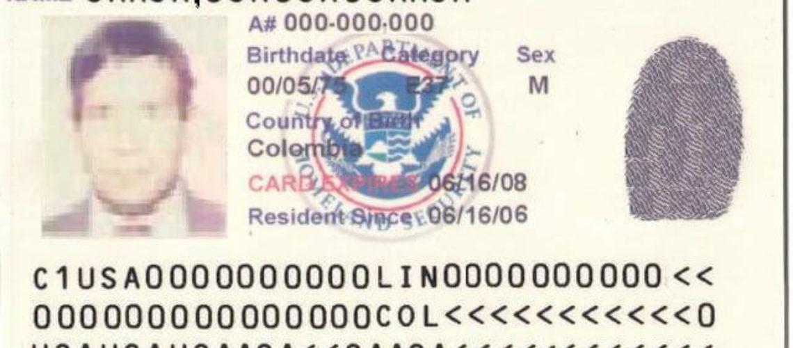 En la nota te contamos las 10 claves para gestionar el ajuste de estatus migratorio en Estados Unidos. La imagen es de una green card.