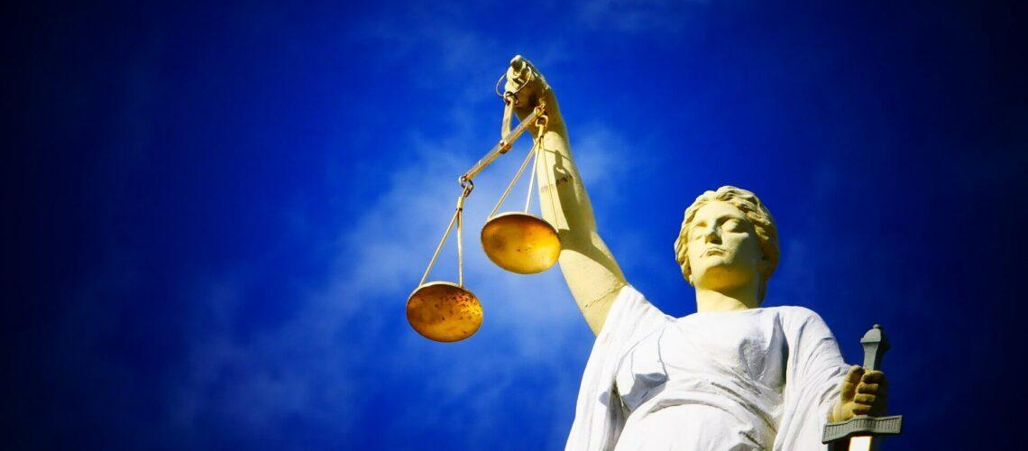 En esta nota informamos sobre el importante fallo de la jueza de Nevada Miranda Du que podría cambiar la situación de los deportados. La imagen es ilustrativa de la justicia.