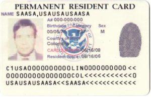 """En esta nota respondemos cómo proceder ante la pregunta """"Perdí mi Green Card y necesito viajar, ¿qué hago?"""" La imagen es de una tarjeta verde."""