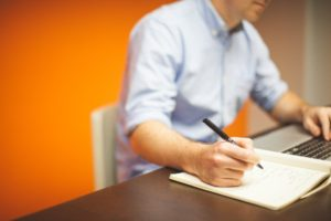 La nota informa cómo gestionar el número de seguro social. La imagen es ilustrativa.