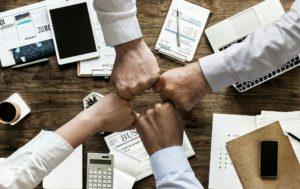 La nota informa beneficios y requisitos de aplicar al programa Entrepreneur Parole. La imagen es ilustrativa.